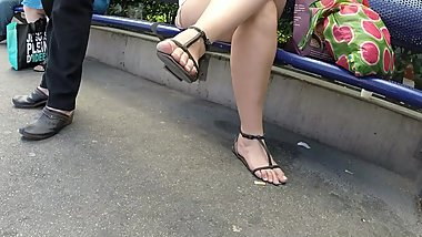 BEST 2018 SEXY TEEN MILF LEGS CROSSED TOES AMATEUR VOYEUR CANDID FEET 15