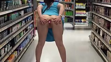Amateur wife buttplug insertion in Public