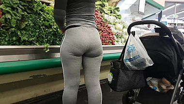 CANDID LATINA ASS GROCERY SHOPPING