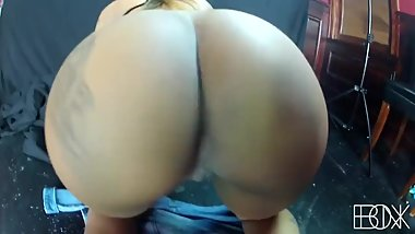 Big booty twerking.mp4