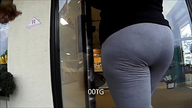 EBONY MATURE IN GRAY TIGHS