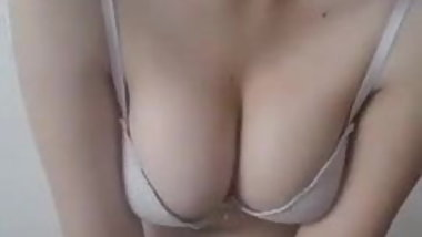 Turkish slut Esra strips