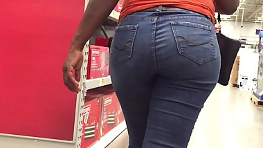 Nice Ebony Hips and Ass in Jeans