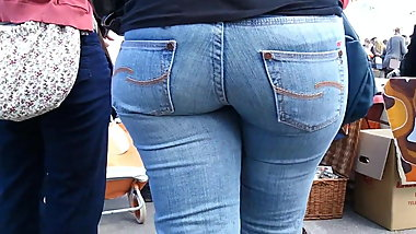 nice fat jeans-ass in public