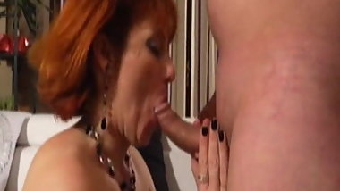 Mature Isabelle fisted in stockings