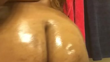 Big booty clapping and oiled