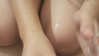 Amateur small tits squirts in bath