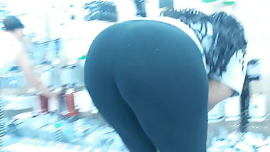 Juicy big wide booty bending damn
