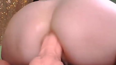 she loves huge dildo innher ass