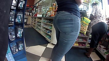 Pawg in Jeans gas station must see this azz